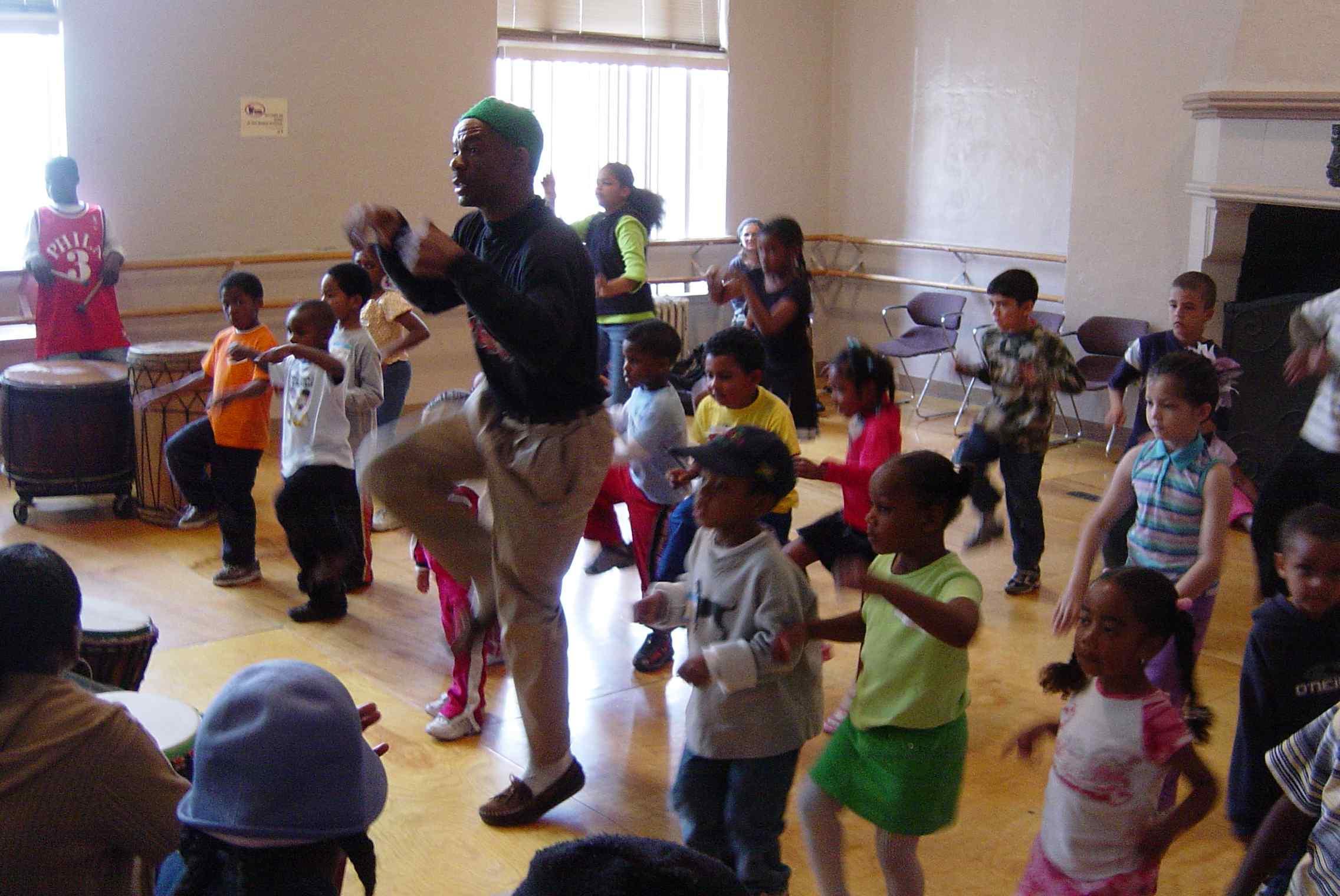 Tacuma King Teaching Dance to the Children in Flight Class
